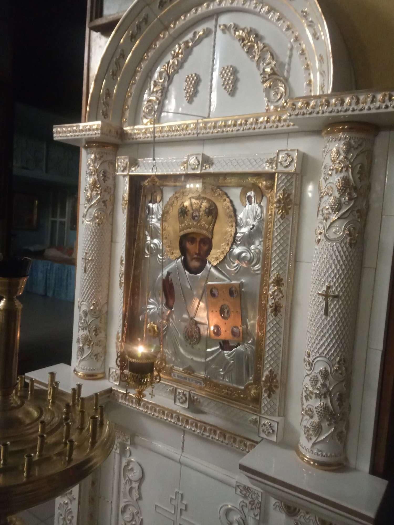 икона святителя Николая Чудотворца с частицей его мощей