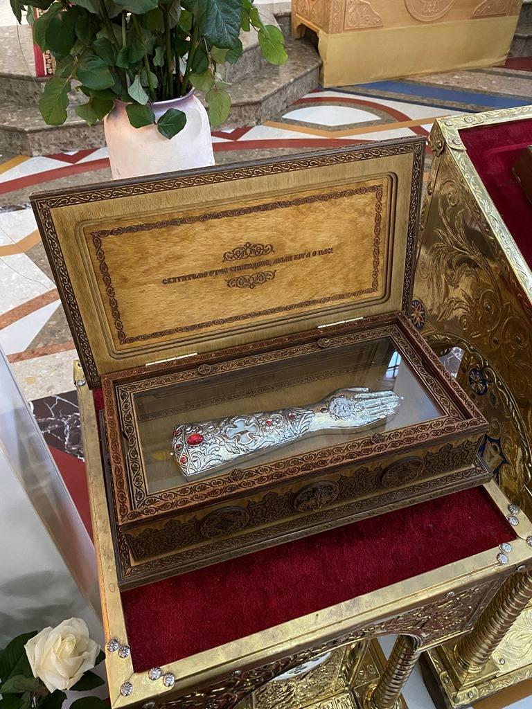 фото гроба спиридон тримифунтский две комнаты