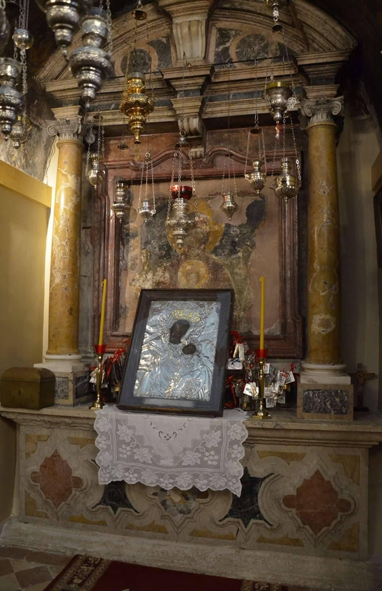 Чудотворная икона Богородицы Неувядаемый Цвет в Касиопи