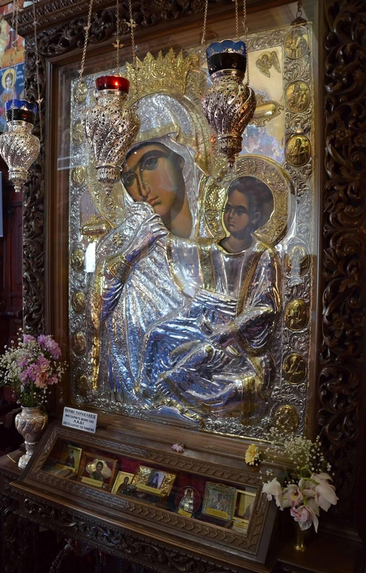 Почитаемая икона Богородицы Отрада и Утешение в монастыре Пантократор