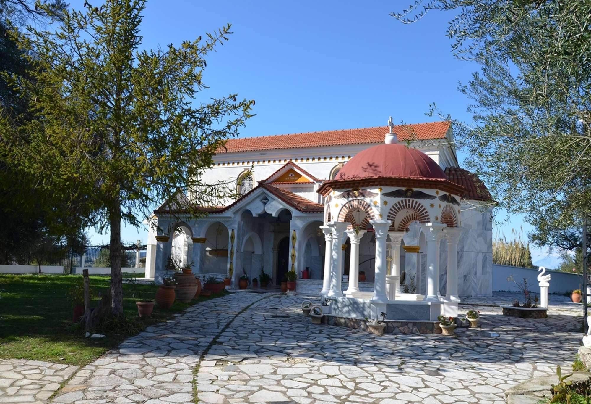 Общий вид главного храма исихастирия Пантократор