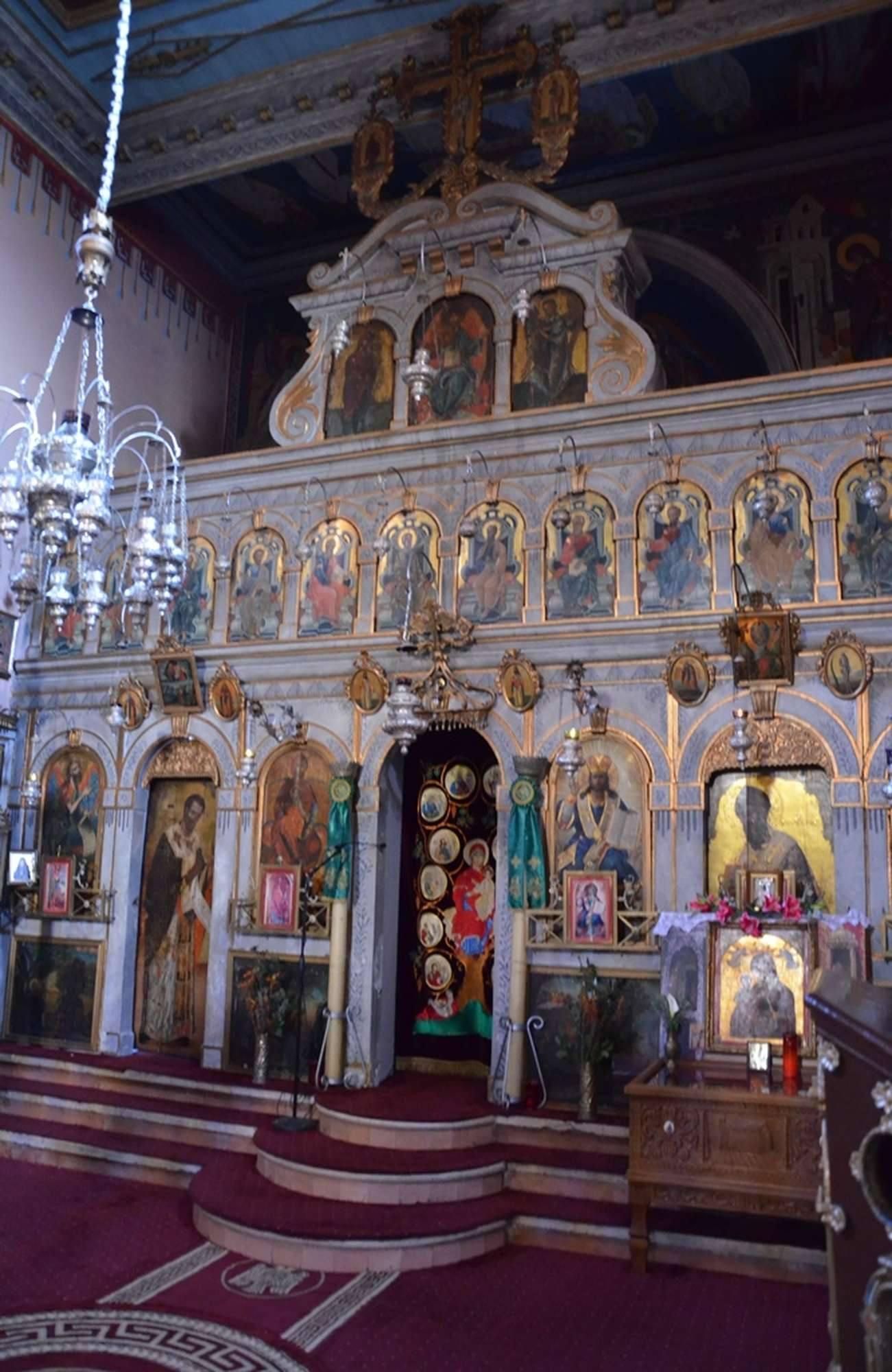 Иконостас в главном храме монастыря Палеокастрица