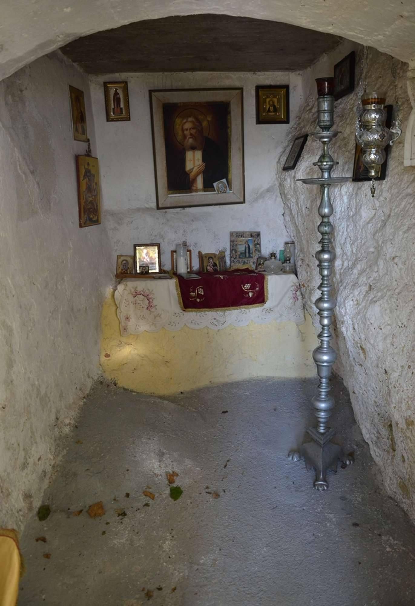 Пещера прп. Серафима Саровского в монастыре Миртидиотиссы