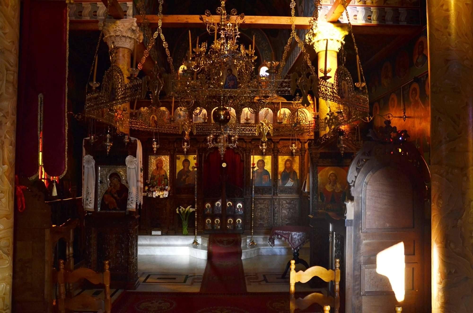 В главном храме монастыря Святой Кириакии — Курамадес