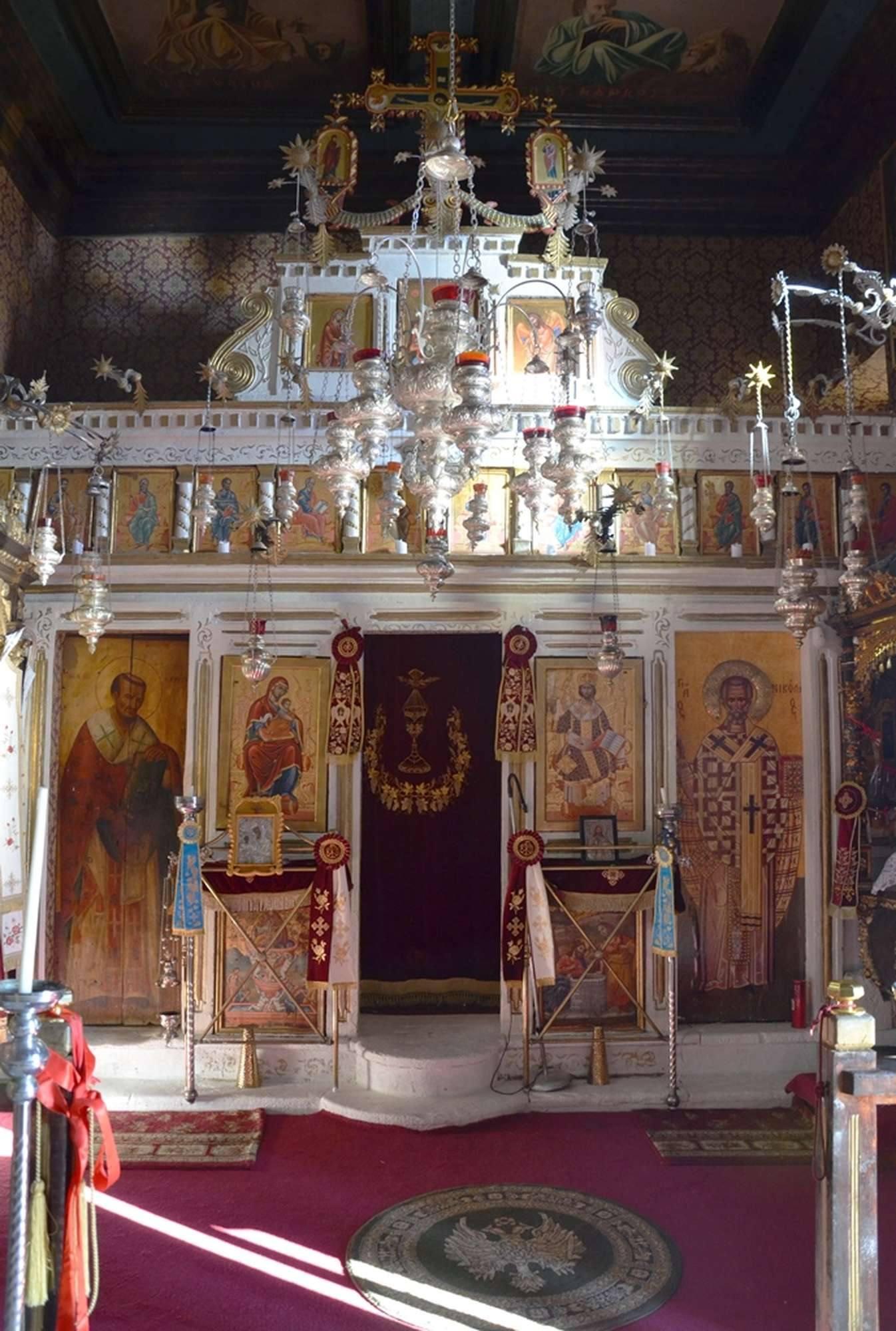 Иконостас в главном храме монастыря Пресвятой Богородицы Миртидиотиссы