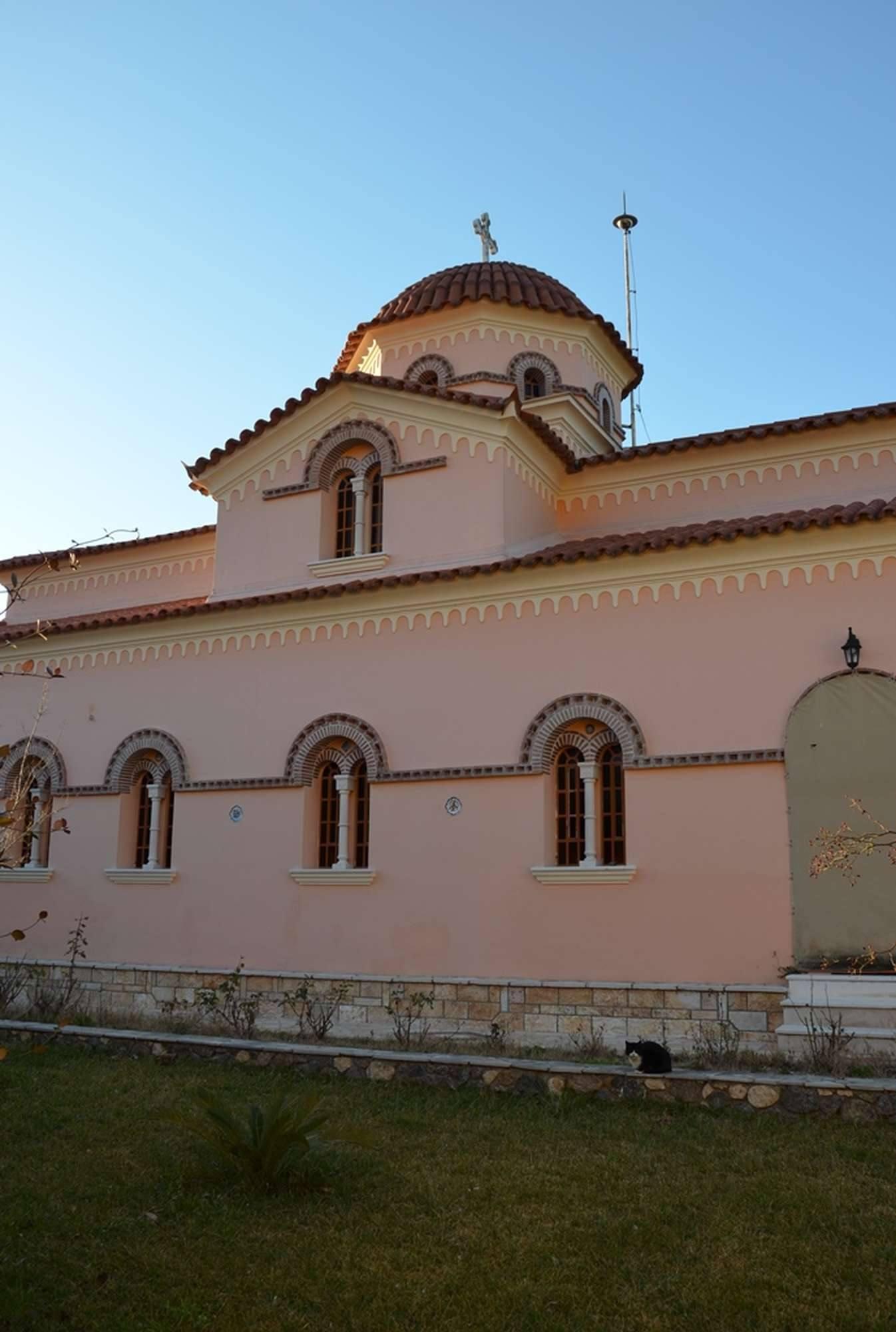 Общий вид главного храма монастыря Святой Кириакии — Курамадес
